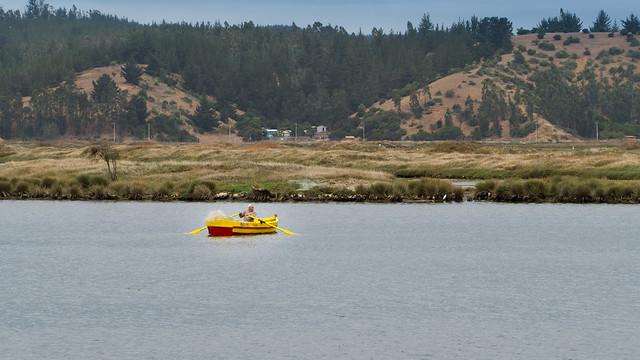 Fischerboot in der Laguna de Cahuil