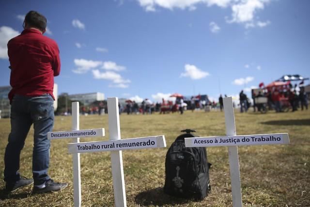 Integrantes de Centrais Sindicais ocupam Congresso em protesto contra a reforma trabalhista - Créditos:  José Cruz/Agência Brasil