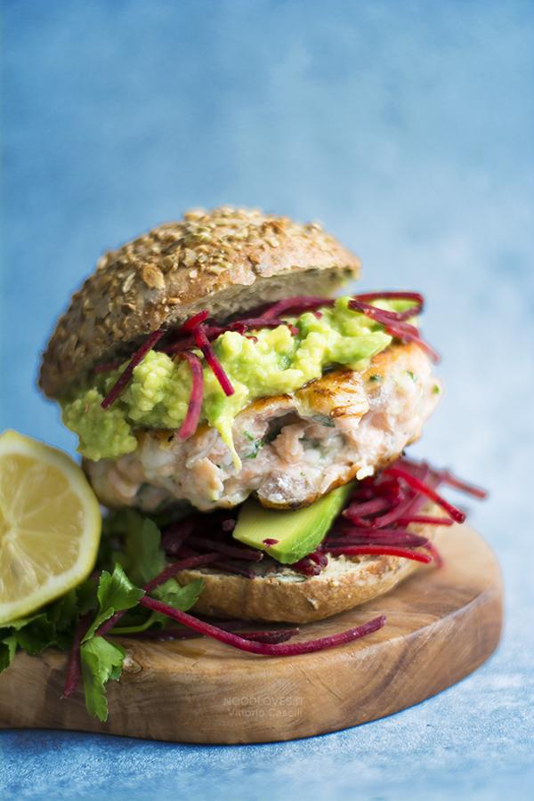 Burger di salmone ricetta