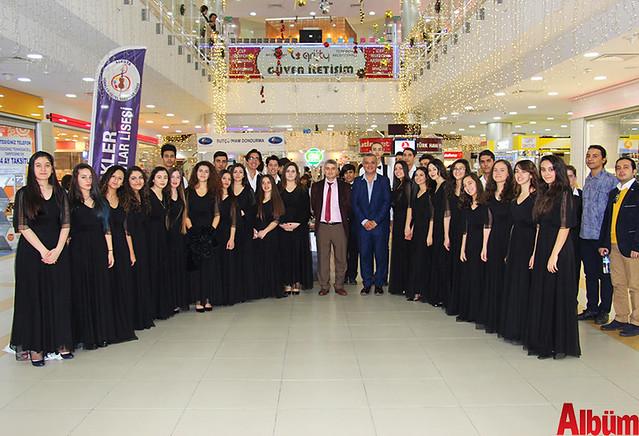 Türkler Güzel Sanatlar Lisesi'nin öğretmenleri öncülüğünde öğrencilerin yeteneklerini göstermek amacıyla düzenlenen sergi Alanyum AVM'de açıldı.