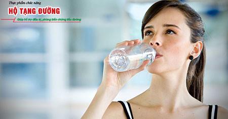 Thường xuyên thấy khát là triệu chứng điển hình của bệnh tiểu đường