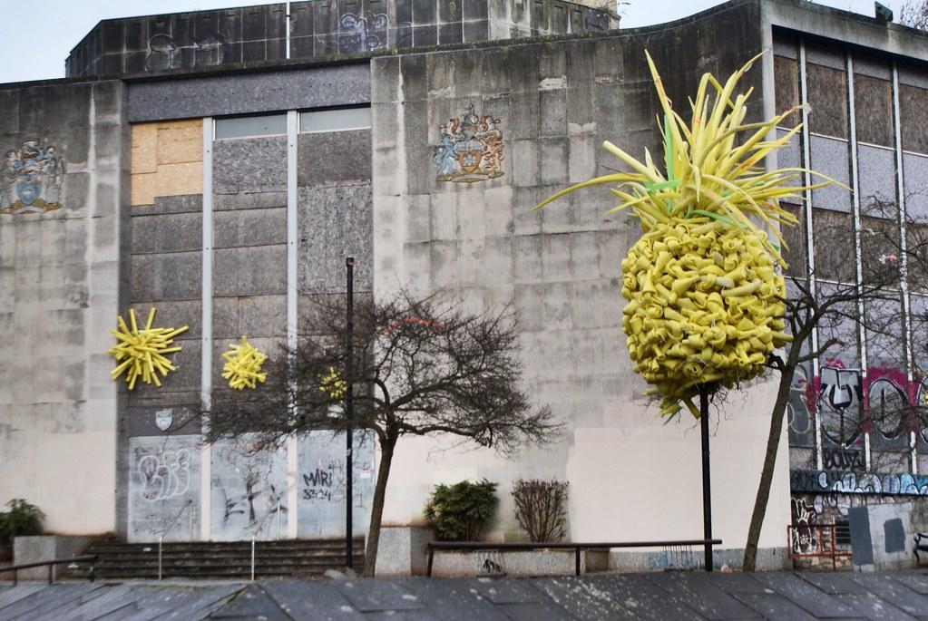 """Dans la catégorie """"Photo avec un ananas"""", voici un vieux bâtiment municipal abandonné du centre de Bristol."""
