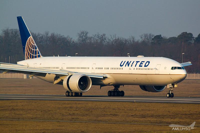 United Airlines - B773 - N2534U (1)