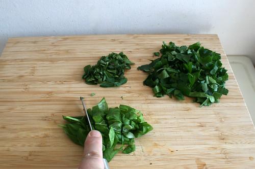 22 - Blätter grob zerkleinern / Hackle herbs