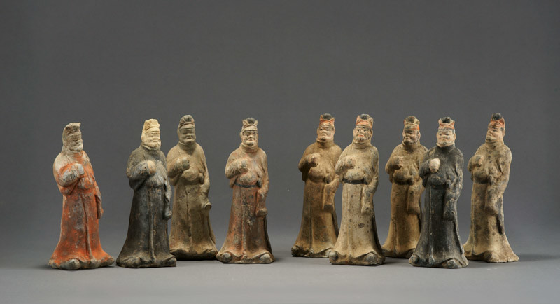 小型サイズの《加彩胡人俑》9体(730年、甘粛省慶城県穆泰墓出土、慶城県博物館蔵)