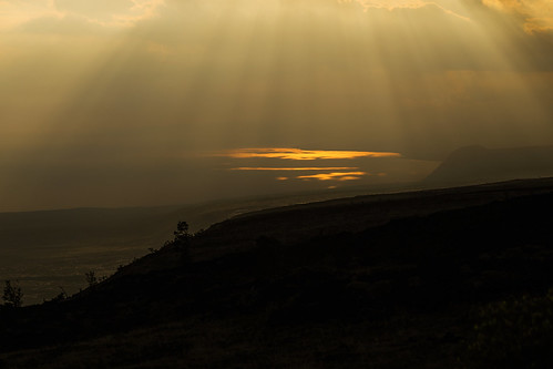 hawaii hawaiivolcanoesnationalpark chainofcratersroad kealakomooverlook sunburst clouds storm cliffs escarpment wyojones np