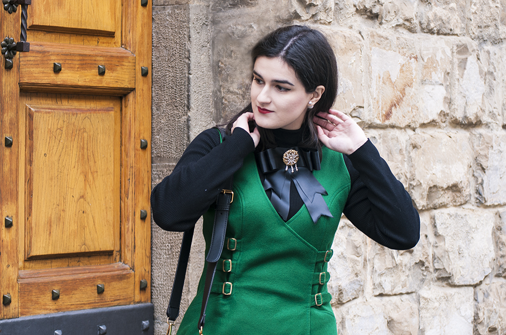 somethingfashion blogger spain italia valencia firenze, influencer vintage green winter howtowear ootd streetstyle, gucci inspiration handmade bow corbatín