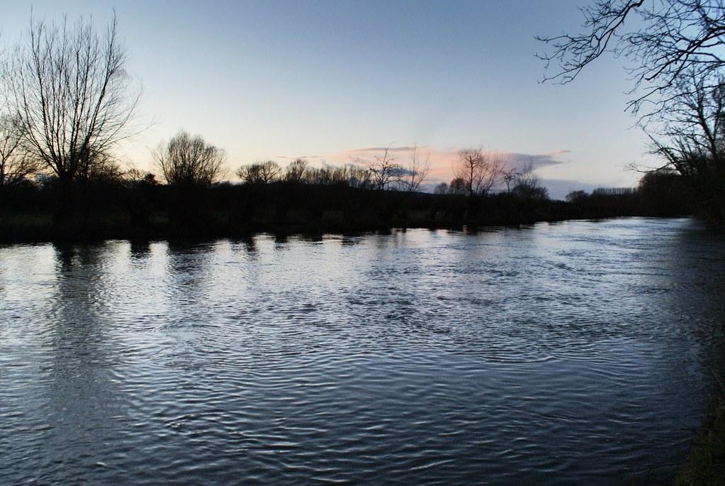 La Tamise à proximité du Port Meadow à Oxford au coucher du soleil.