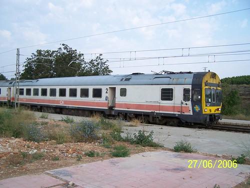 TER n° 9-444-012-9 RENFE arrive en gare de Calatorao.