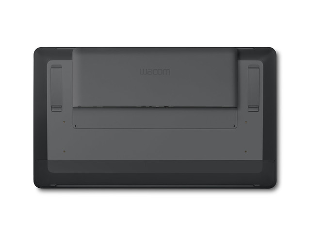 Cintiq24_Cintiq_Pro_Engine_BackView_fully_attached