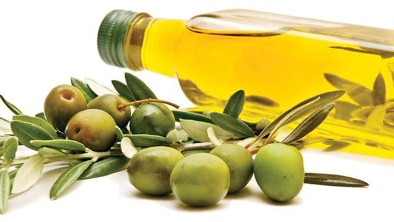 Minyak zaitun atau olive oil mengandung lemak tak jenuh tunggal yang baik untuk mengatasi radang dan mencegah penyakit jantung.
