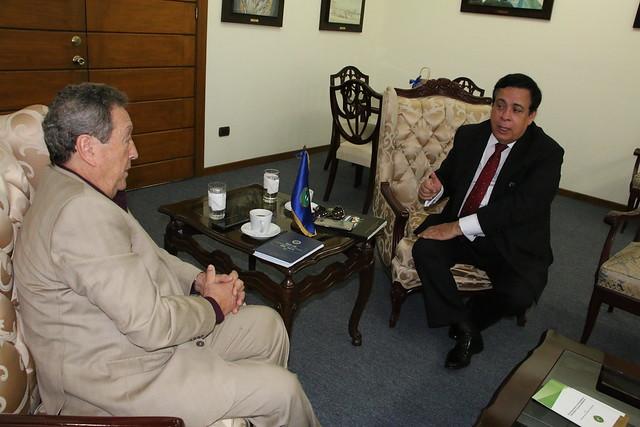 Secretario General Vinicio Cerezo recibe visita de cortesía de Aníbal Quiñonez, ex Secretario General del SICA durante el período de 2005-2009.