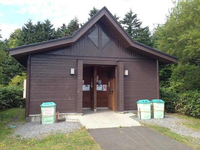 hokkaido-rishiri-island-otatomarinuma-pond-restroom-01