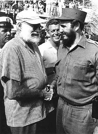 PÁG. 8 (3). Simpatizante de la Revolución cubana, en la gráfica saludando a Fidel Castro.