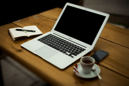 laptop-iphone-desk - Must Link to https://coffee-channel.com | by Coffee-Channel.com