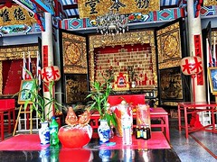 #temple interior in #gold & #red #bangkok #urbanhike