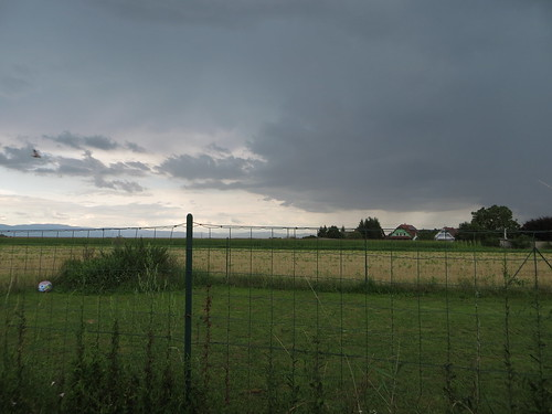 20140804 02 532 Jakobus Regenwolken Zaun Felder Hügel