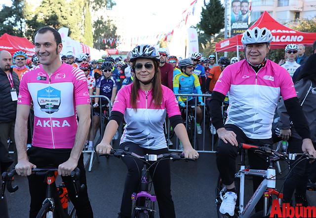 Antalya Büyükşehir Belediyesi Başkanı Menderes Türel farkındalık için bisiklet sürdü