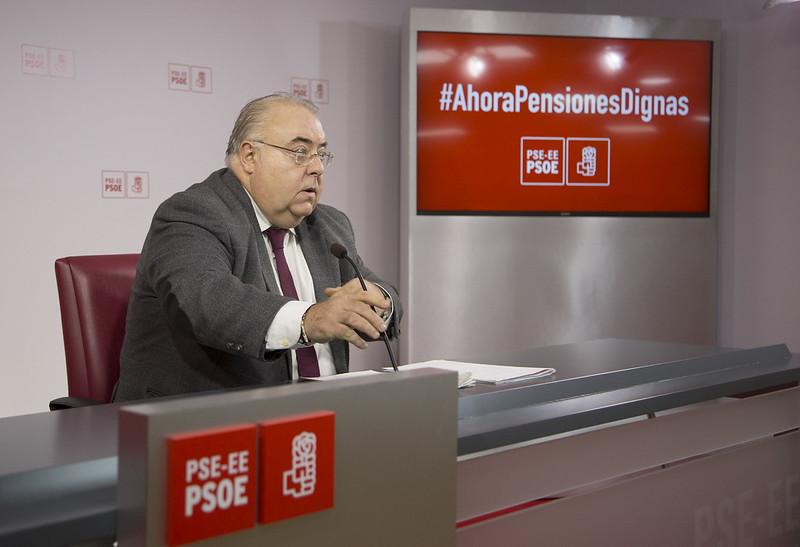 Rueda de prensa de Tontxu Rodríguez sobre la propuesta socialista para unas pensiones dignas