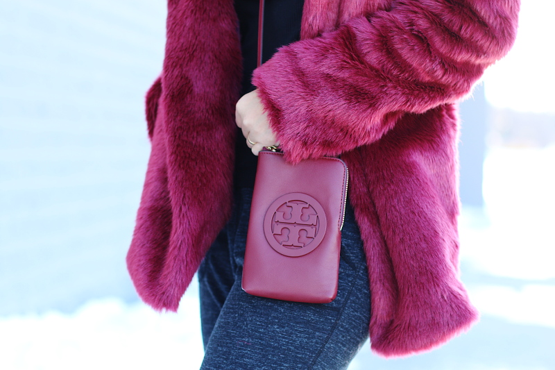 tobi-coat-tory-burch-corssbody-phone-bag-12