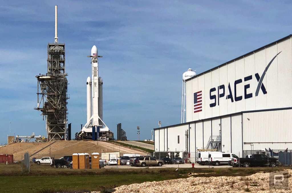 SpaceX lance avec succès sa fusée Falcon Heavy