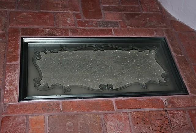 tavené gravírování pochozí sklo