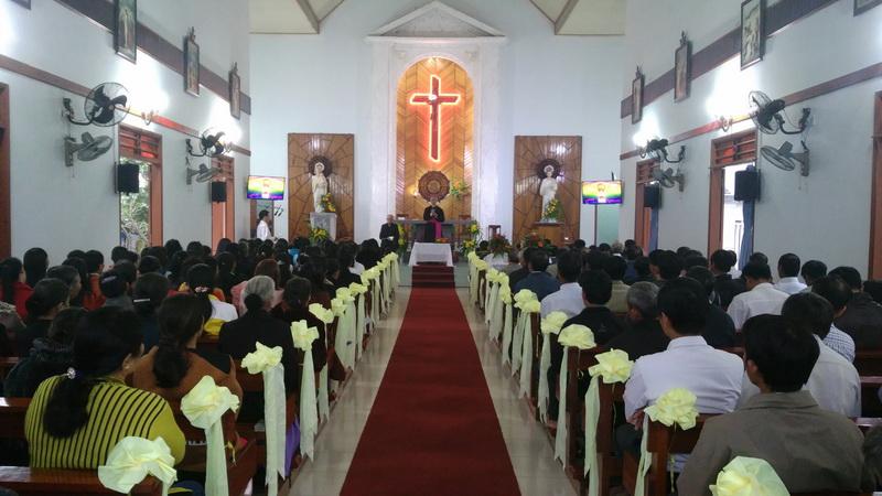 Đức Giám mục kinh lý Giáo xứ Trường Cửu