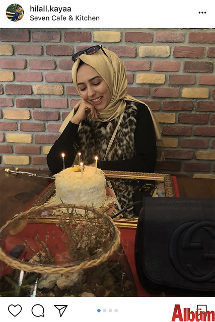 Hilal Kaya, yeni yaşını Seven Kafe & Kitchen'da dostlarıyla birlikte kutladı.