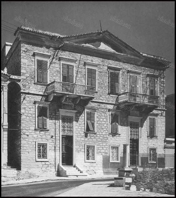 Οικία στην Ερμούπολη της Σύρου. Φωτογραφία: ΞœΞ¬ΞΊΞ·Ο' Σκιαδαρέσης.