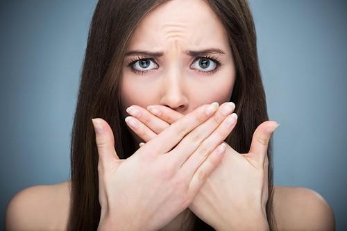 رفع بوی بد دهان با این مواد غذایی!