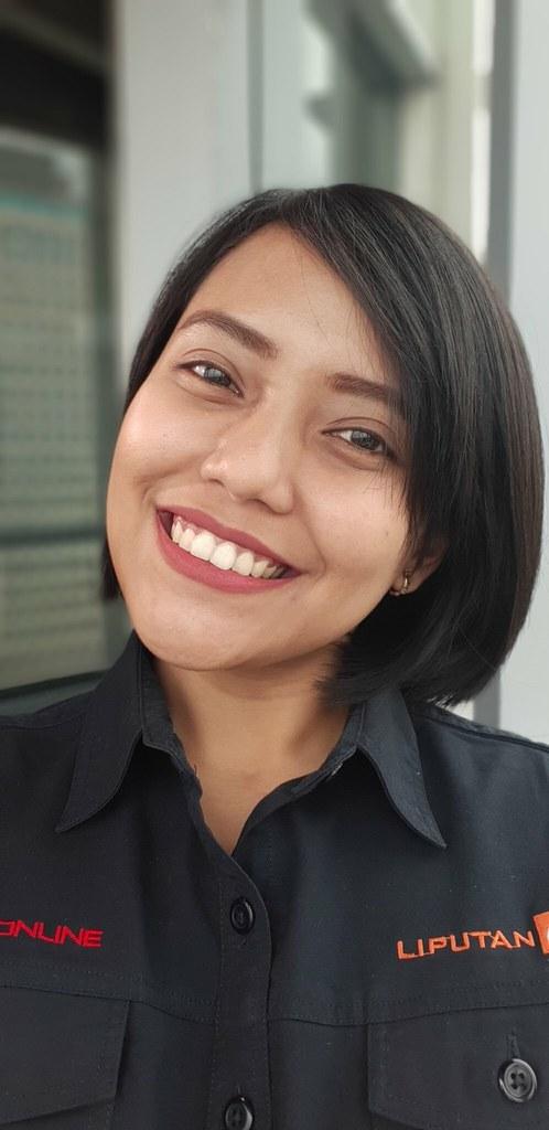 Hasil foto selfie kamera Galaxy A8 Plus dengan efek Live Focus (Liputan6.com/ Agustin Setyo W)
