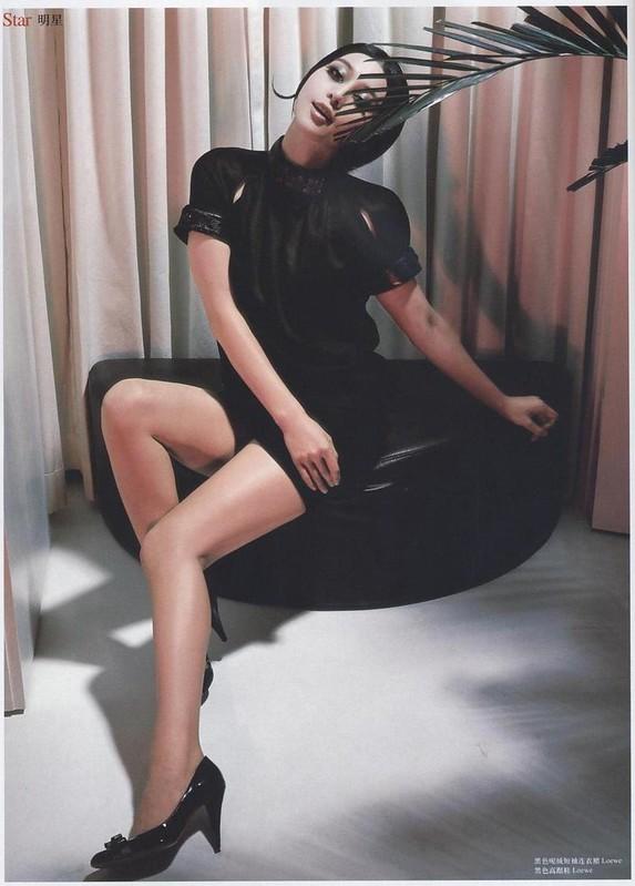 黒色ウール地半袖ドレス:ファン・ピンピン:「ロフィシェル」中国版、第166号(2006年7月号)、撮影:チェン・マン&チャン・タン