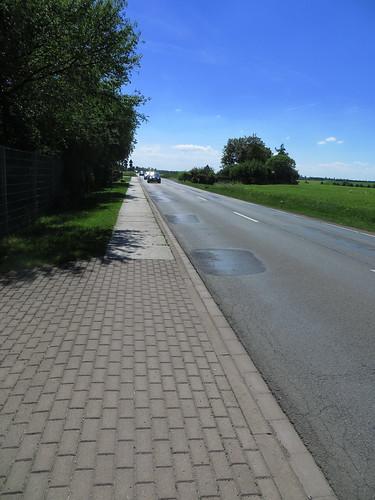 20170601 05 220 Regia Straße Weg Feld Bäume