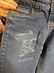 gravure sur jean à la découpeuse laser