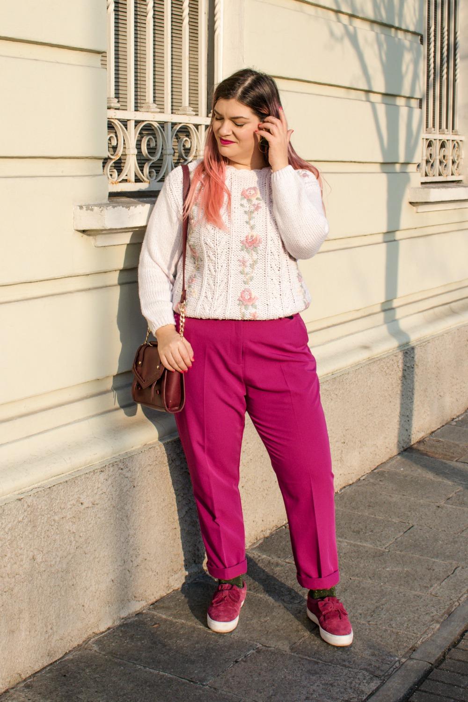 Outfit plus size, maglione vintage pantaloni colorati (9)