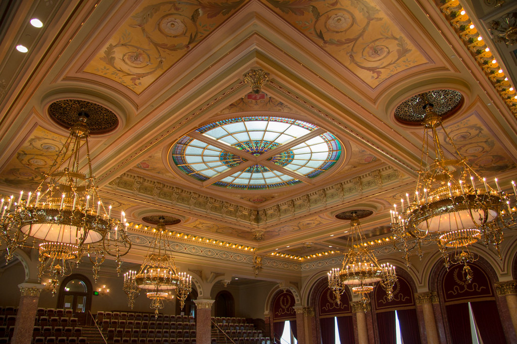 Glass ceiling in chamber