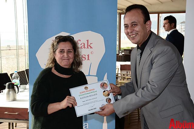 Alanya Belediyesi Yöresel Yemek Atölyesi'ne katılan kursiyerlere sertifikaları verildi. -12