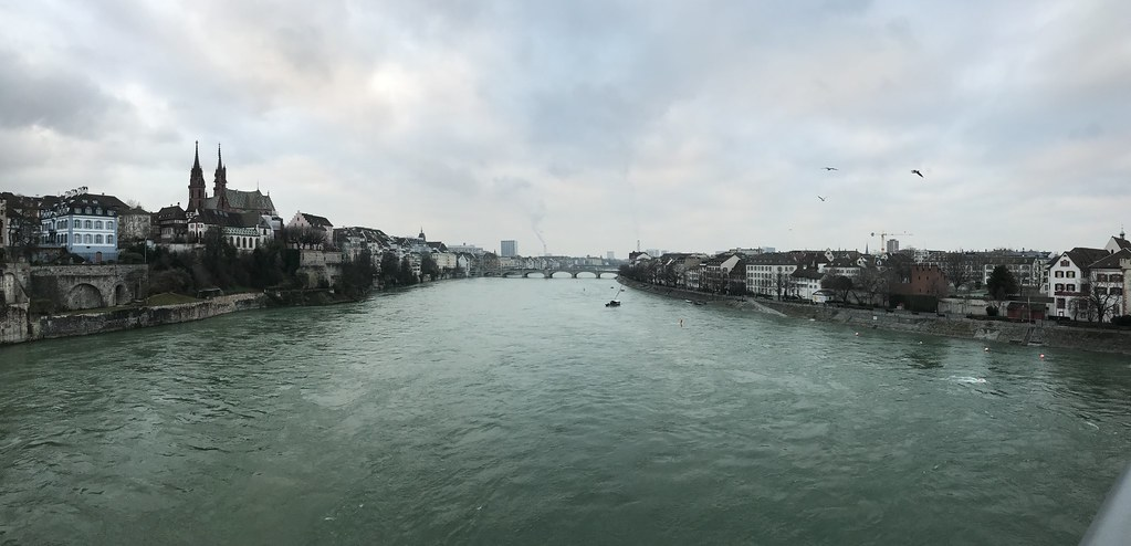 Veduta panoramica di Basilea attraversata dal Reno da Wettsteinbrücke