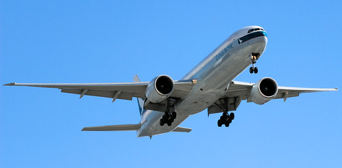 Cathay Pacific's Boeing 777-367(ER), B-KQL, about to land in Sydney Airport