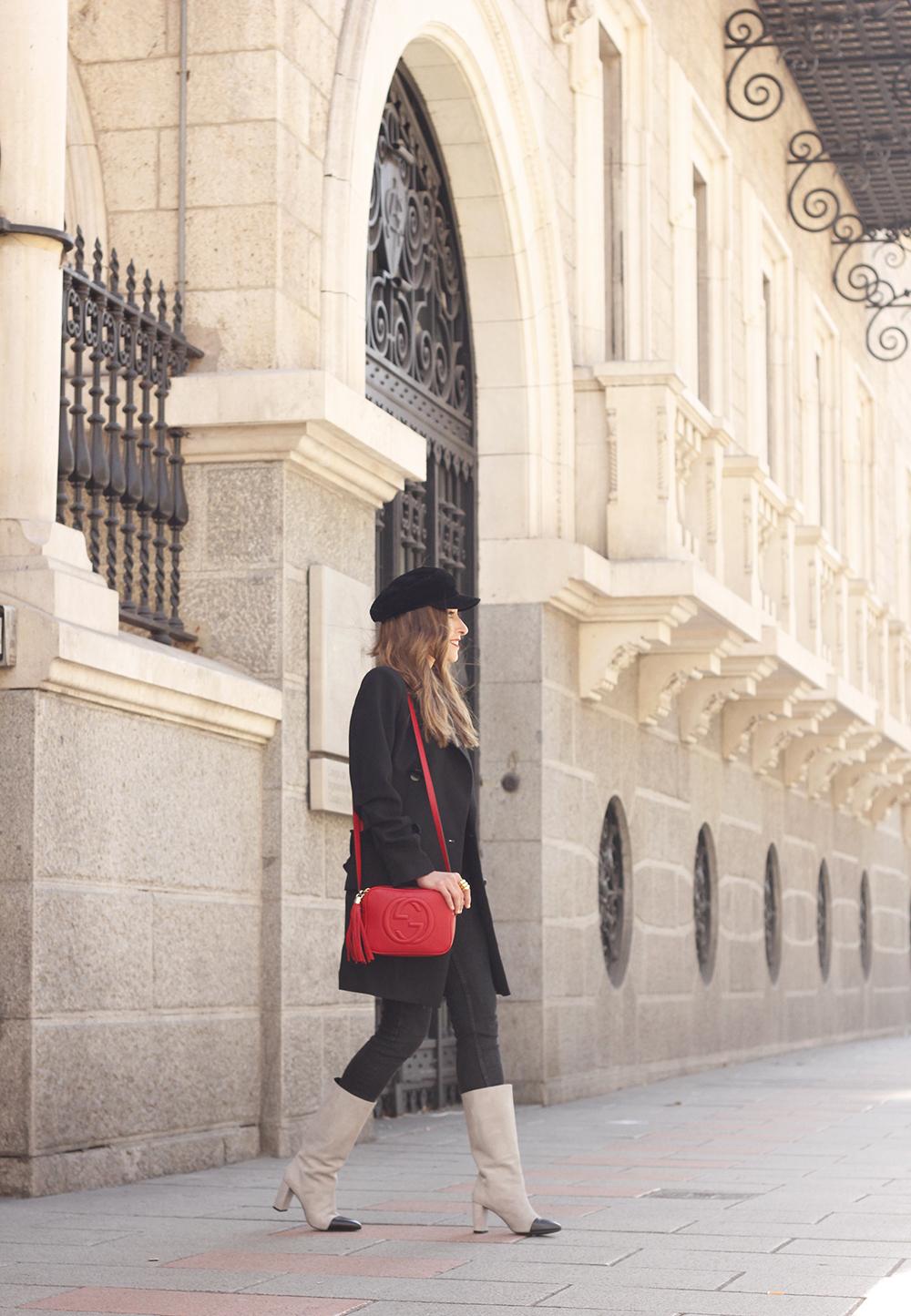 black blazer bicolor boots uterqüe gucci bag gucci belt navy cap style fashion winter outfit07