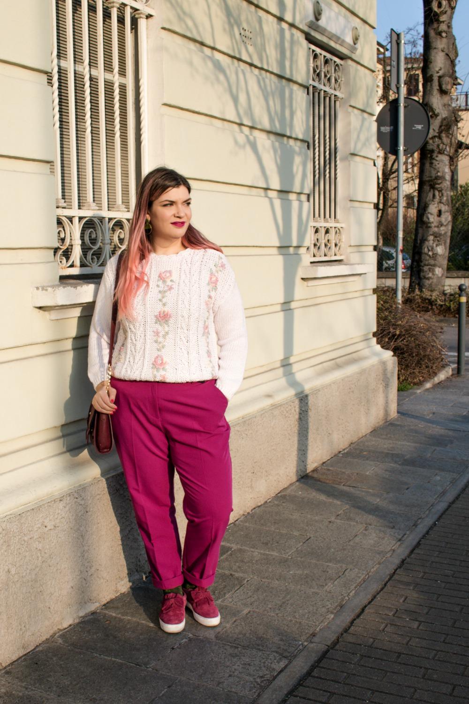 Outfit plus size, maglione vintage pantaloni colorati (2)