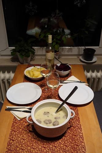 Königsberger Klopse mit Salzkartoffeln und Rote Bete Salat