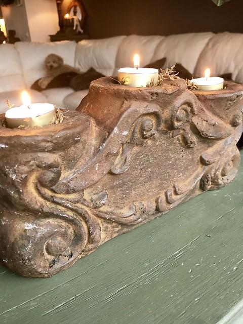 Sobere houten kandelaar ornament