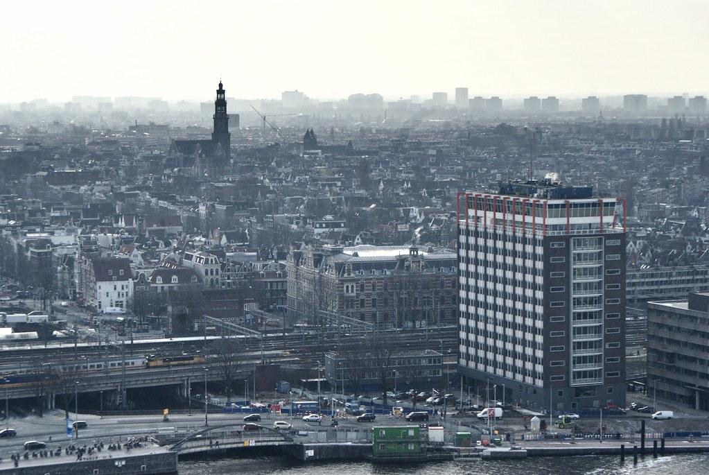 Vue sur l'église de la Westerkerk depuis l'A'dam tower à Amsterdam.