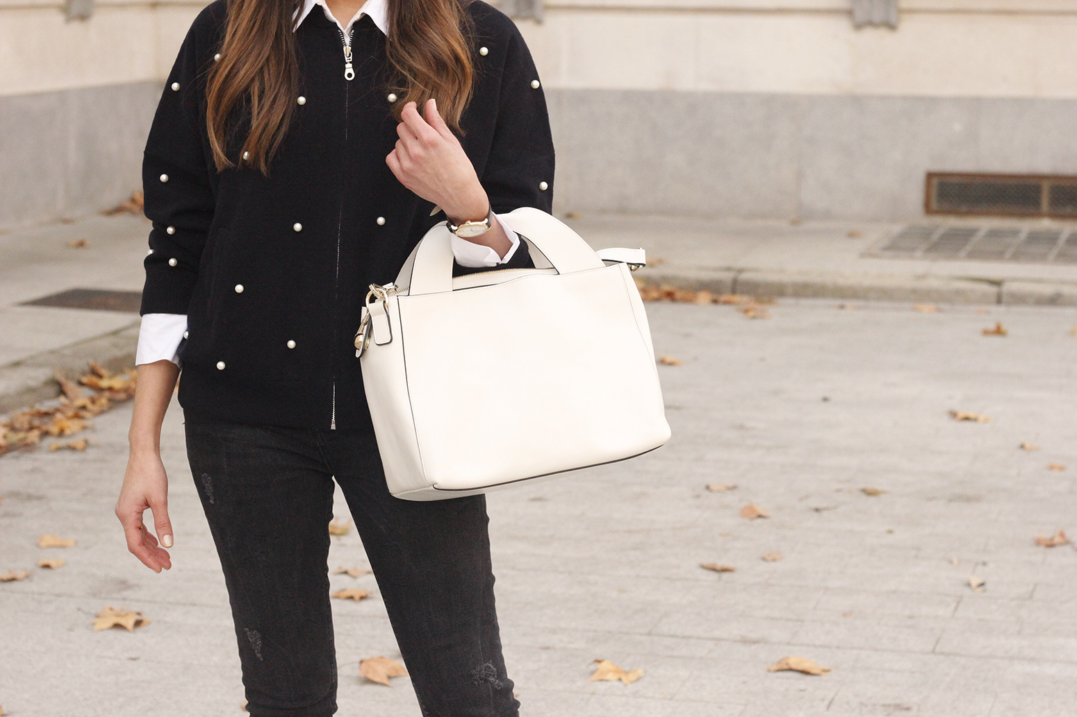 pearl bomber uterqüe black jeans white bag winter outfit 2018 style fashionbomber11