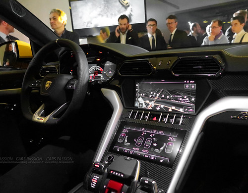 lamborghini urus d couverte vid o du suv le plus exotique au monde. Black Bedroom Furniture Sets. Home Design Ideas
