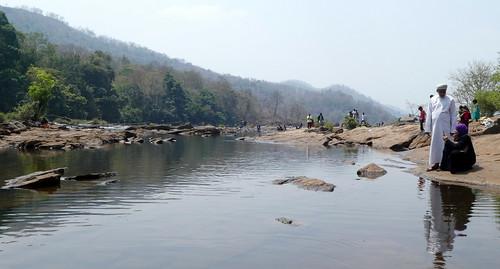 India - Kerala - Athrippally Falls - classic couple