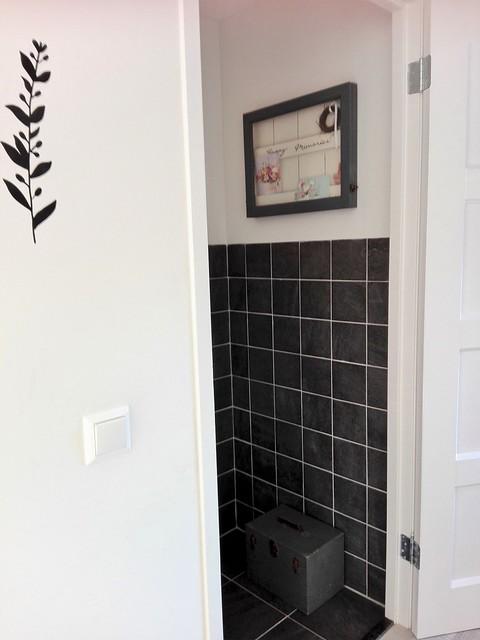 Zwarte tegels toilet