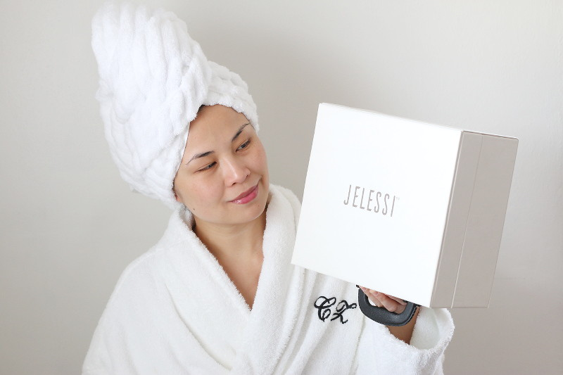 Jelessi-Beauty-Device-Set-robe-hair-towel-1