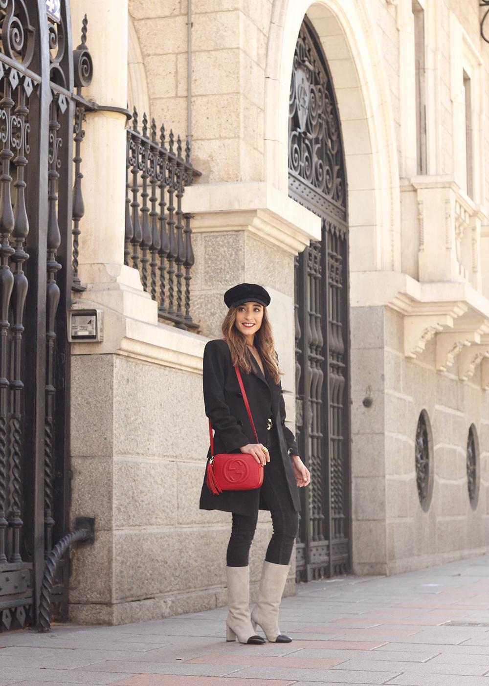 black blazer bicolor boots uterqüe gucci bag gucci belt navy cap style fashion winter outfit06